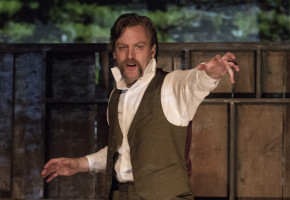 GilGarratt as RobertDonnelly